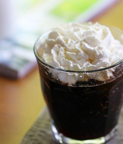 カフェインレスのコーヒーゼリーパフェ